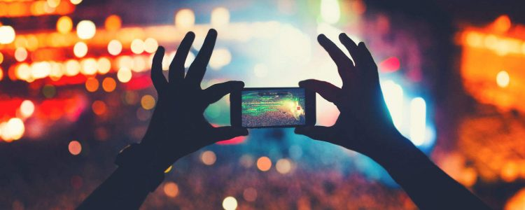 Periscope vs. Snapchat Marketing: Who Will Win?