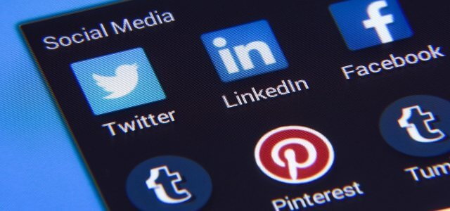 Online customer service: does it pay to be social?