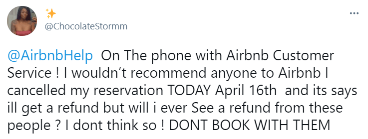 A print screen of negative review about Airbnb brand posted on Twitter